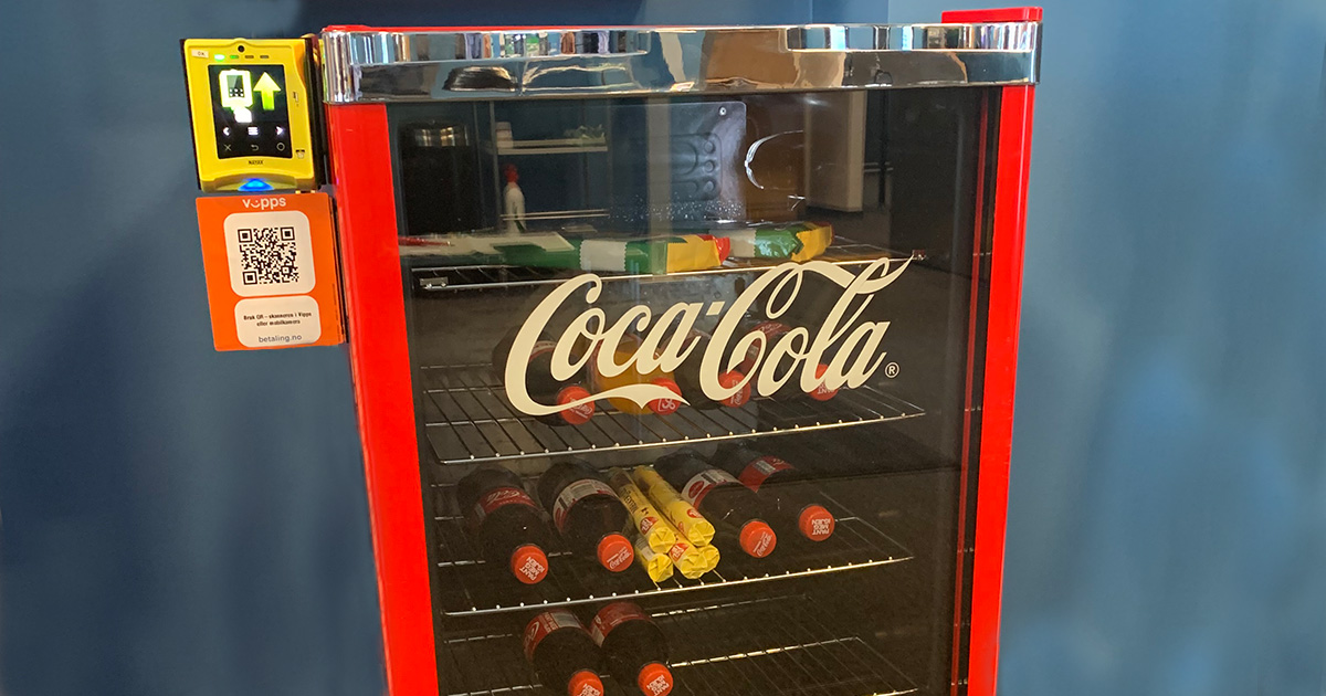 EBS Mini Kiosk med Nayax betalingsterminal og QR kode for Vipps betaling